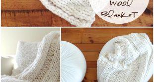 FREE chunky knit blanket pattern. Knit a blanket in a weekend! Easy beginner pattern!