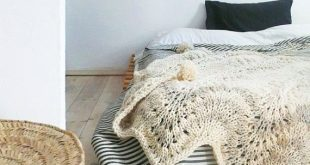 Knitted thick wool blanket with POMPOMS