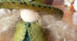 Crescent Moon Wool Felt Witch, Peg Doll Witch, Waldorf Inspired, One of a Kind, Miniature Witch, Art