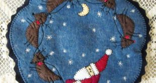 Details about Christmas Penny Rug Candle Mat with Appliqued Folk Art Santa and Reindeer AL-074