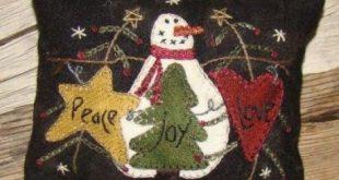 Primitive Gatherings Peace love Joy Pincushion the Pattern Hutch wool applique c...