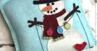 Snow Many Buttons Wool Applique Mini Pillow *Download