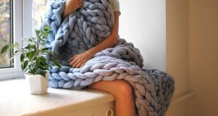 These Cartoonishly Chunky Wool Blankets Are Made Using Bare Hands as Knitting Needles