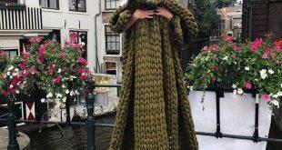 olive Merino super chunky wool blanket 200 cm x 200 cm