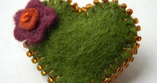 wool felt heart brooches