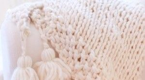 Blanket + tassels = ahhhmazing. See my fave knit blankets here...