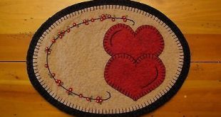 Primitive Wool Felt Candle Mat Penny Rug Valentine Hearts and Flower Garland | e...