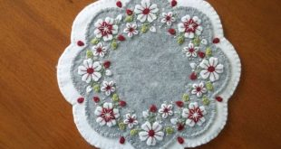 """Primitive Country Wool """"Buds and Flowers"""" Candle Mat w"""
