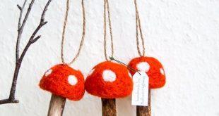 Whimsical Set Gefilzte Giftpilze mit Holzbein Dekoration.    Diese waren Nadel F...