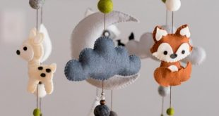 Animal Woodland Nursery Mobile/ Felt Mobile / Mountain Nursery / Felt Moon / Nursery Decor / Monochrome / Scandinavian Decor / Felt Cloud