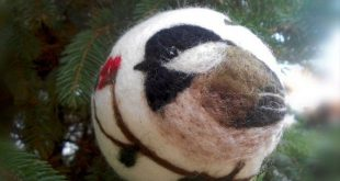 Christmas ball with bird motif, Needle felted Christmas ornament, Christmas baubles, Chickadee ornament