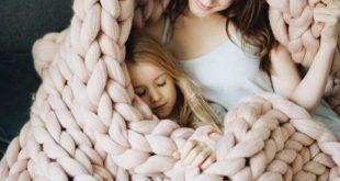 Chunky knit blanket from organic certified premium merino wool | Soft, warm, anti-allergic