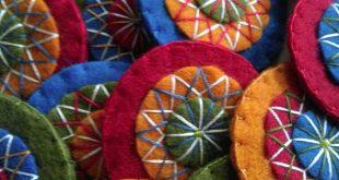 Für diese Wandaufhänger habe ich die traditionellen Farben der skandinavischen...