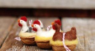 Huhn in einer Walnuss - weiße Leghorn - Nadel gefilzt Ornament