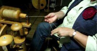 Navajo ply - twijnen - raw wool, ruwe schapenwol Met één draad gesponnen wol e...