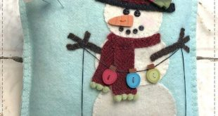 Snow Many Buttons Wool Applique Mini Pillow *Download*