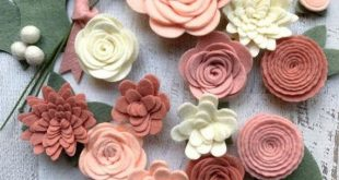 Wool Felt Flowers - Blush Pink - Christmas Flower Embellishment - 18 Flowers & 24 leaves - Wreaths, Garlands - Metallic Gold add-on