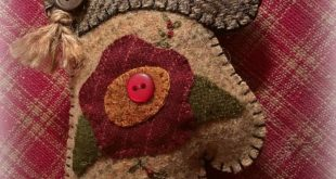 Wooly mitten ornament. #woolapplique #handmade #embroidery #mitten #flower