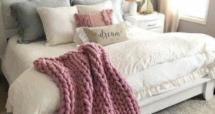 bedroom decorating ideas antique furniture #Bedroomdecoratingideas