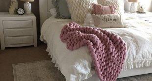 40 attractive farmhouse bedroom ideas 29 #farmhousebedroom #farmhousedecorbedroo...