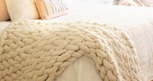 Chunky Arm Knit Throw DIY  Arm knit a chunky throw in about 90 minutes. All you ...