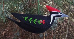 Pileated Woodpecker Ornament, Wool Felt Pileated Woodpecker Ornament, Bird Ornament, Folk Art Woodpecker, Home Decor