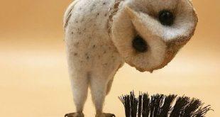 Simon Brown filzt Tiere in alte Bürsten - KlonBlog